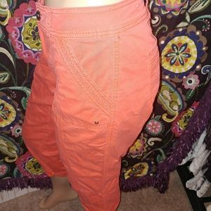 2/$25🌈GUC▪[Maurices]red cargo pocket capri 7/8